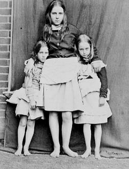 Honor (1861-1940) with her younger sisters Olive (1868-1945) and Evelyn (1866-1947). Photograph by Lewis Carroll.